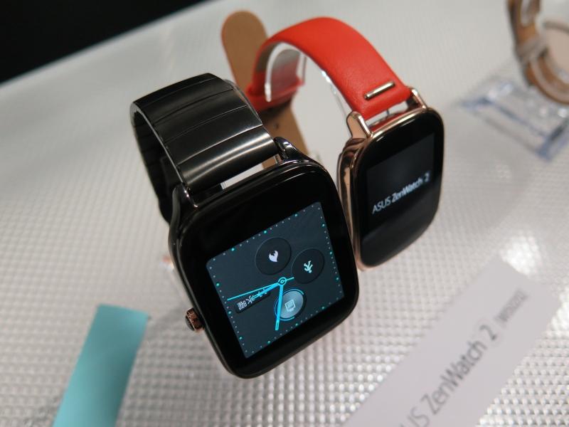 ZenWatch 2。左が49mmモデル+ガンメタルメタルバンド、右が45mmモデル+オレンジ本革バンド