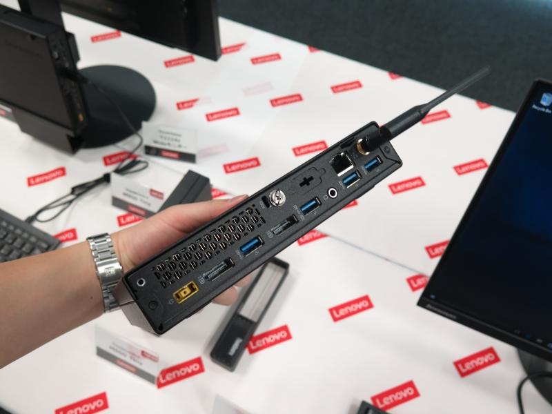 背面はDisplayPort出力×2、USB 3.0×4、Gigabit Ethernetなど