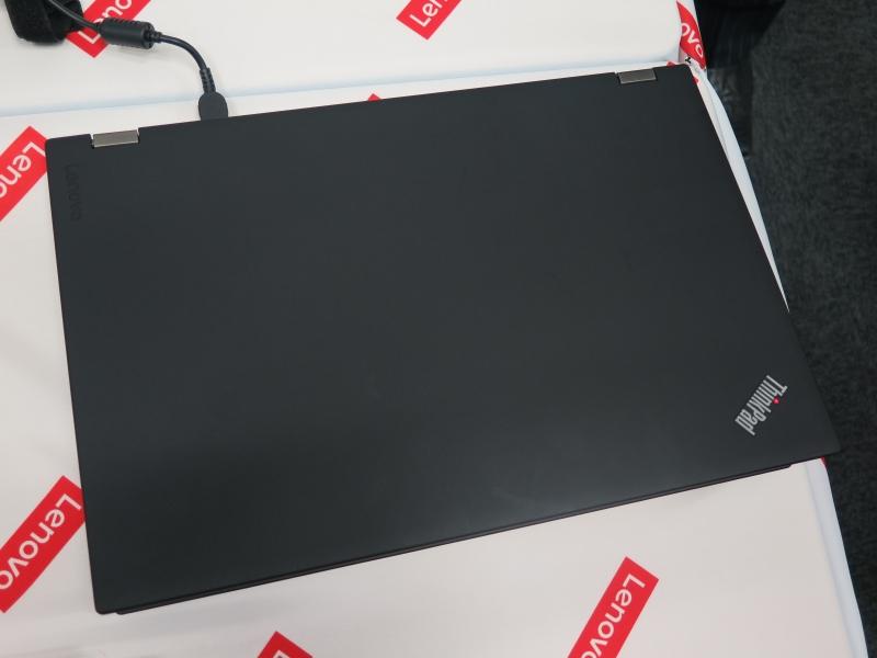 ThinkPad P50の天板。Lenovoのロゴが目立たなくなっている