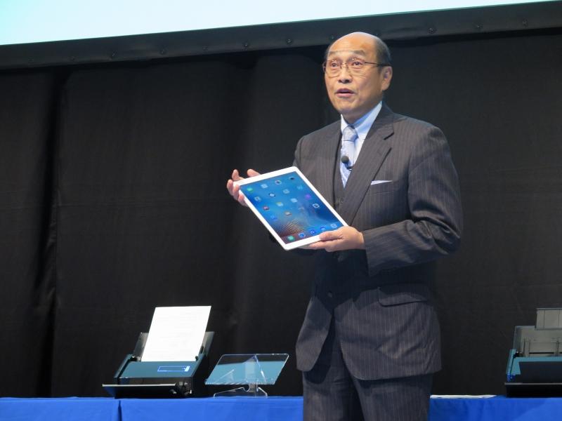 2012年にWi-Fi対応のScanSnap iX500を投入し、タブレットのような端末でもスキャン可能に
