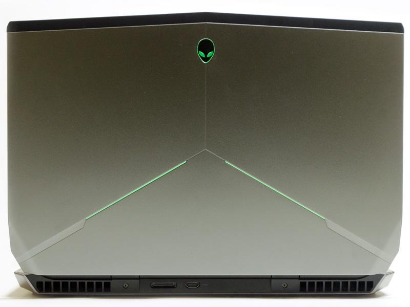 背面。Alienware Graphics Amplifier接続用ポート、HDMI