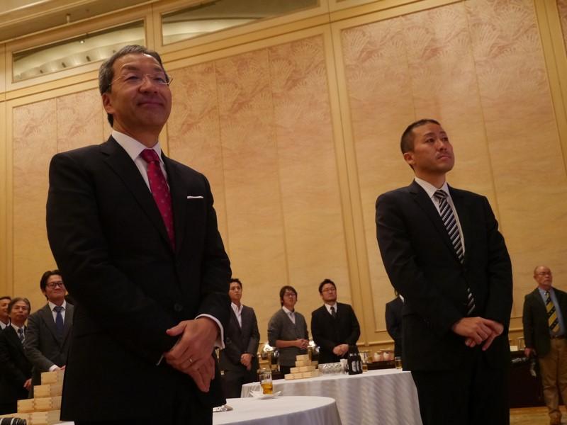 参加したデルの平手社長(左)と、金子センター長(右)