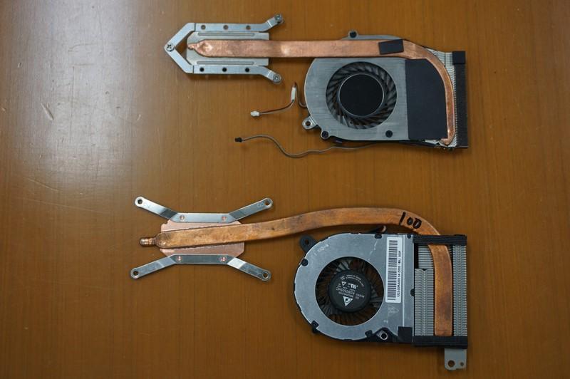 上がVAIO Pro 11のCPUファン、下がVAIO S11のCPUファン。VAIO S11のCPUファンはファンの高さが大きくなり、羽の面積が相対的に大きくなっているので、同じ熱処理の枠であればより低速で回すことができるので、静かになっている