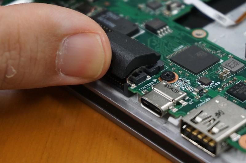 Ethernetのポートは、VAIO Pro 13 | mk2やVAIO Z Canvasに利用されているのと同じ可動型のポート