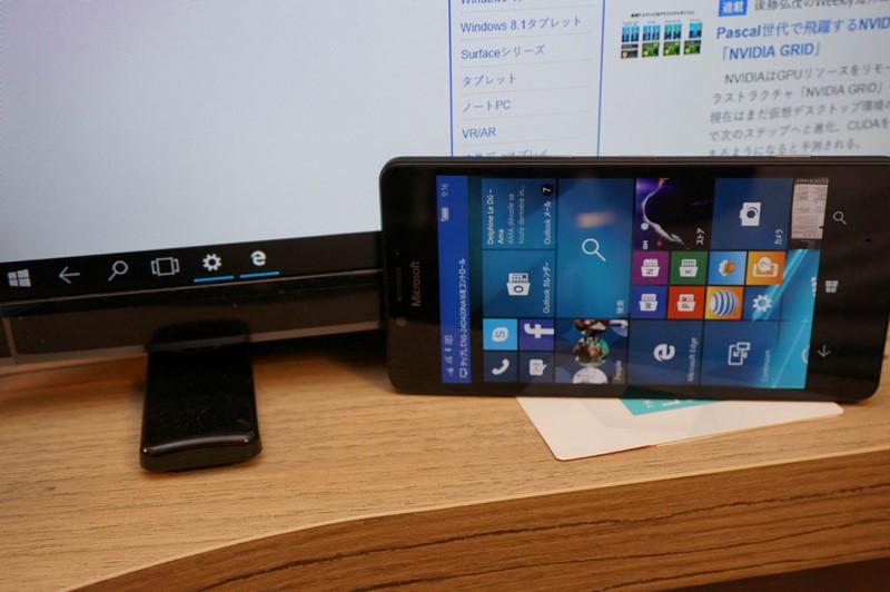 通常のWindows 10 Mobileのデバイスと同じようにタイルUIを表示してアプリを利用することも可能。デュアルディスプレイ状態として利用可能