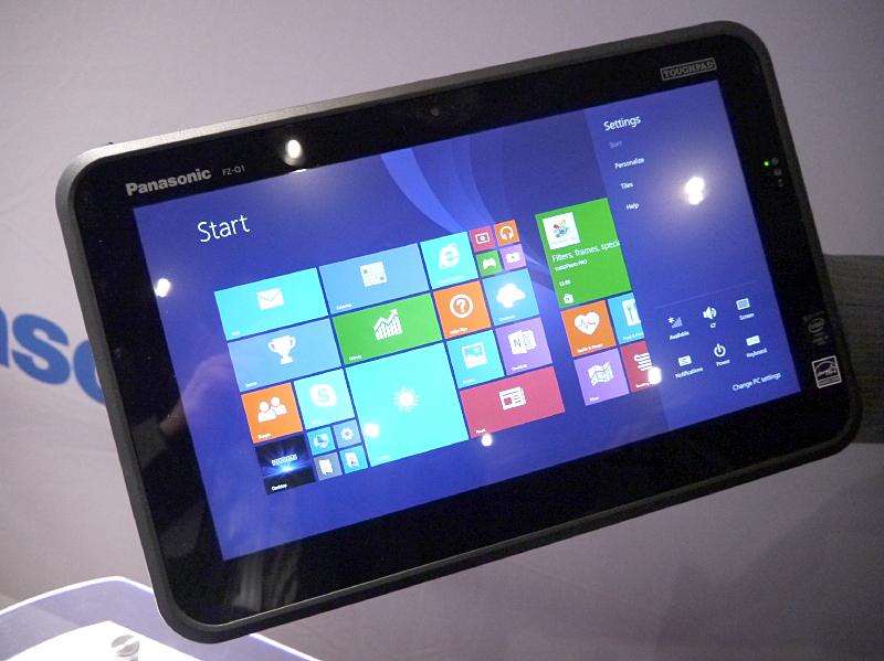 Toughpad FZ-Q1のタブレットとして利用しているところ