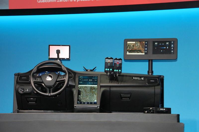Snapdragon 820Aを利用したデジタルコックピットの例。中央のセンターコンソールの液晶は4K/UHDの解像度