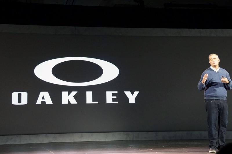 昨年発表されたOakleyとの提携