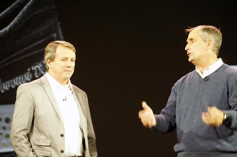 New Balance CEO のロバート・ディマルティーニ氏(左)