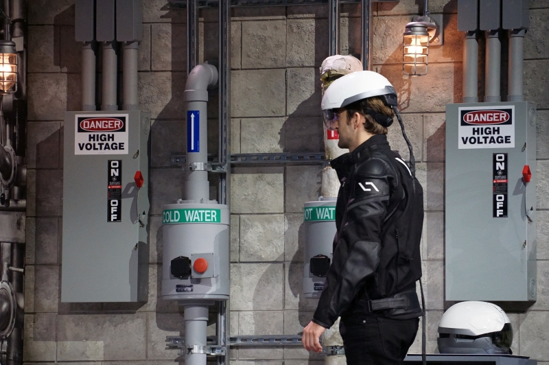 DAQRIが開発したスマートヘルメット