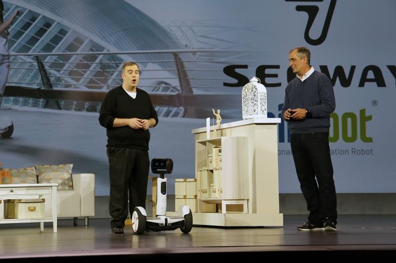 Ninebotのセグウェイを紹介し、AtomプロセッサとRealSenseカメラを搭載
