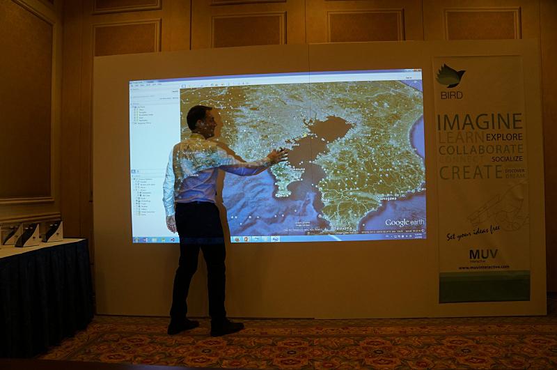 このように、Google Earthを操作したりと、アプリケーションを選ばず操作できる。あくまでPCの汎用のポインティングデバイスとして動作する