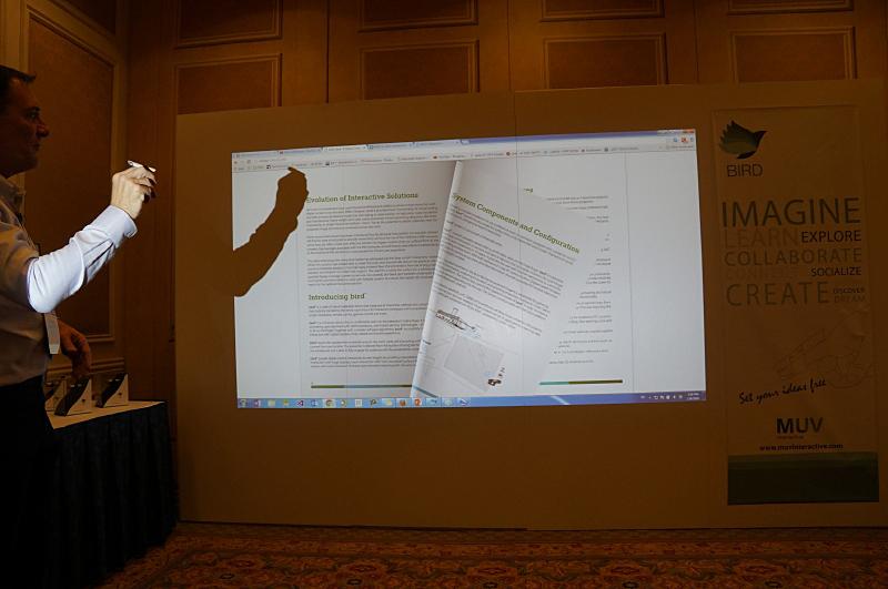 電子書籍などのページめくりもジェスチャーで操作できる
