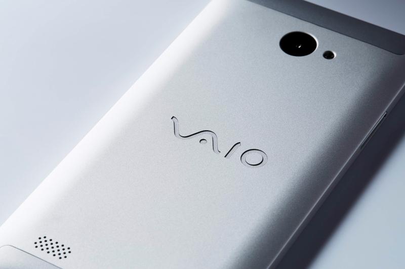 「VAIO」のロゴは、レーザーエッチングにより彫り込まれている