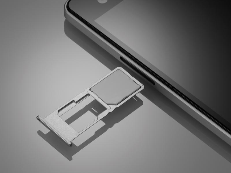 Micro SIMスロットとNano SIMスロット。Nano SIMスロットとmicroSDカードスロットは排他
