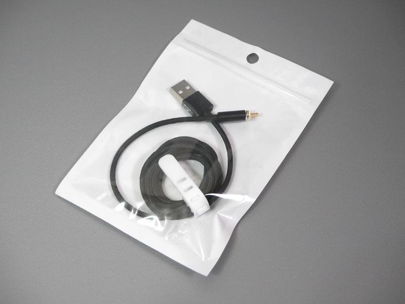 今回購入したMicro USBケーブル。色はブラックをチョイスした。パッケージはノーブランドで、販売元はWEUTOP