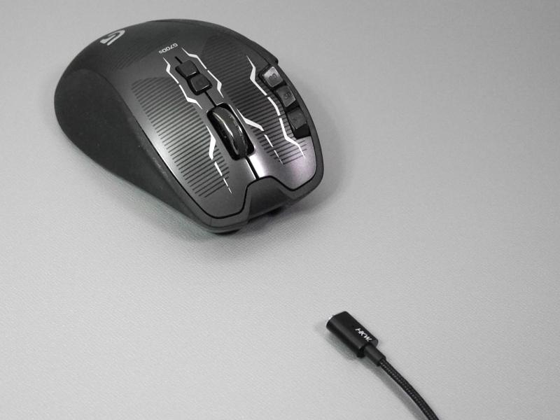マグネット式ですばやく取り外し、無線マウスとして使える