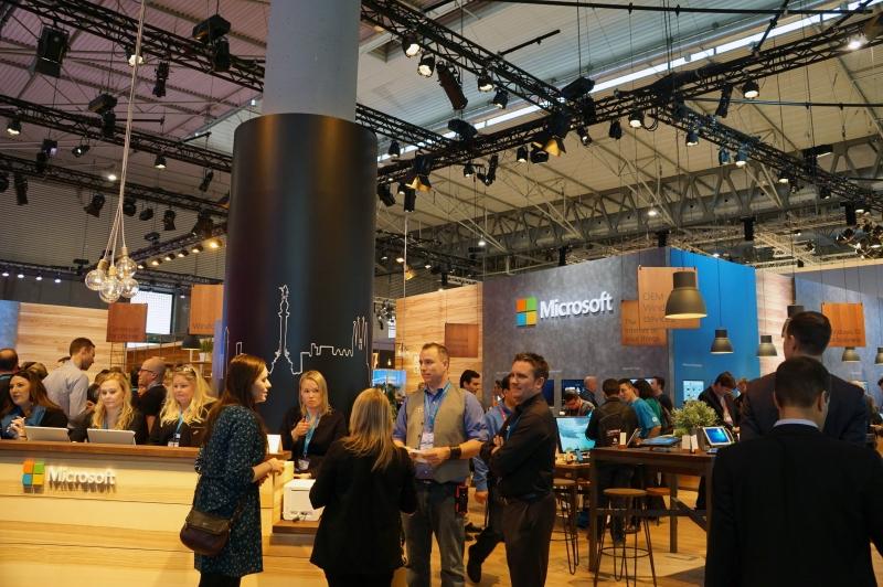 MWCの会場に設置されたMicrosoftブース、元はNokiaのデバイス部門が出展した場所が今はMicrosoftになっている