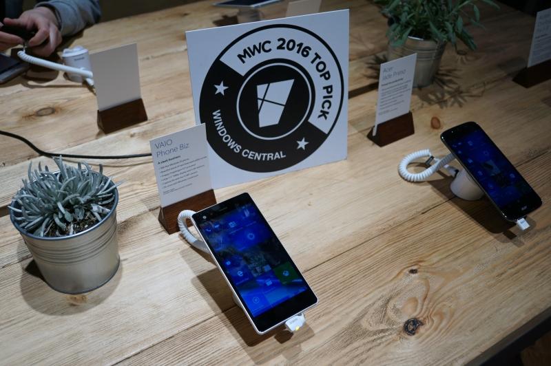 Microsoftブースに展示されたVAIO Phone Biz、米国Windows CentralのTop Pickを受賞