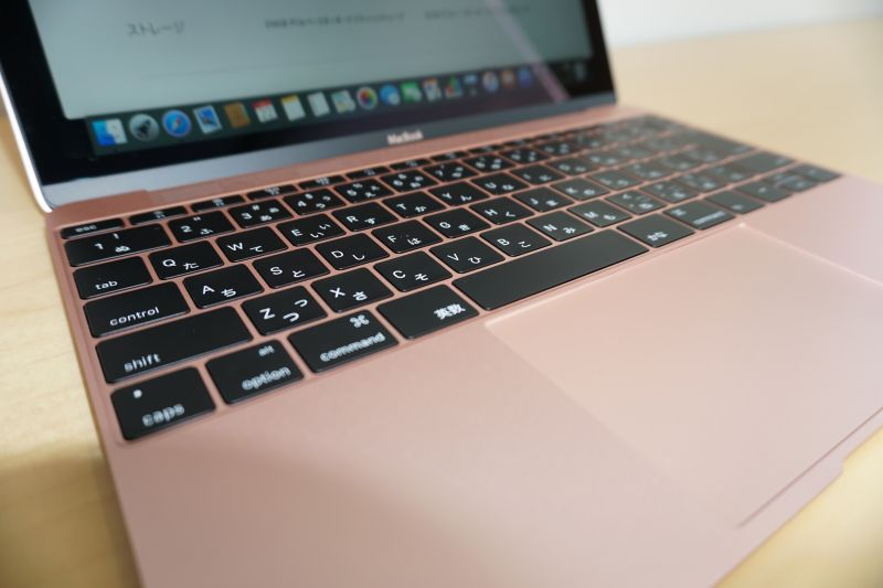 薄いながらもストロークのあるキーボード