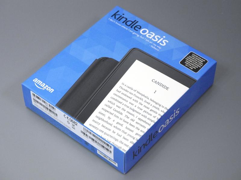 製品版(Wi-Fi+3Gモデル)のパッケージ。説明書きは8カ国語対応で、スリーブ巻きではなく箱になっているのが従来との相違点