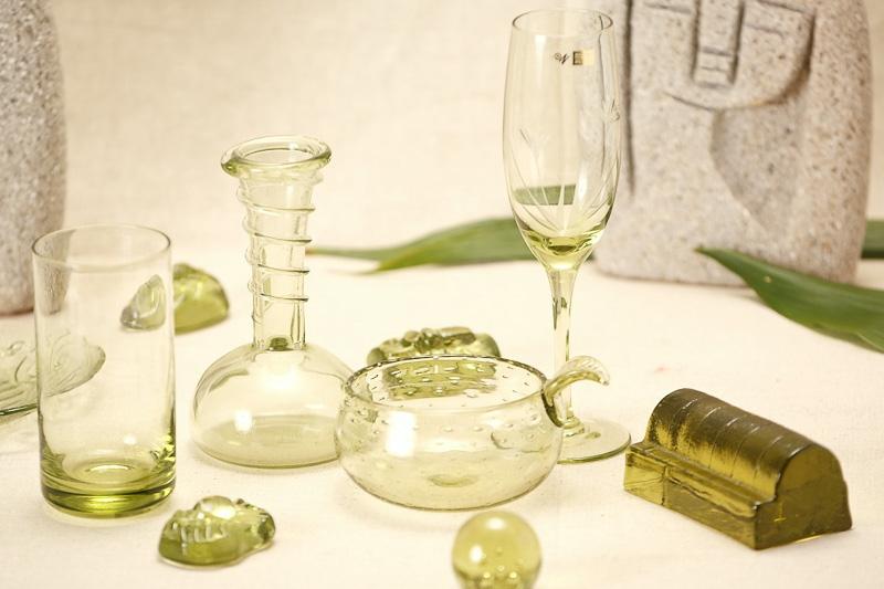 新島ガラスミュージアムのガラス工芸品の期間限定販売も行なわれる