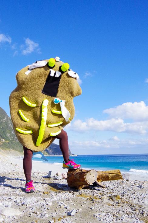 新島村非公認ご当地キャラクター「くさヤ―マン」はくさやの亡霊で、特技は「くさや汁ブッシャー」