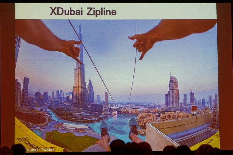 ブルジュ・ハリファを見ながら空中散歩する「XDubai Zipline」