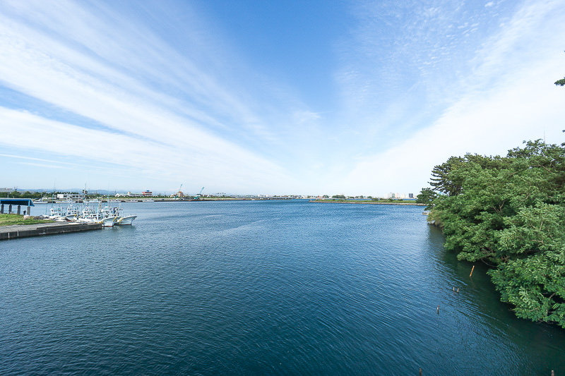 工場のすぐそばからは浜名湖が見渡せる