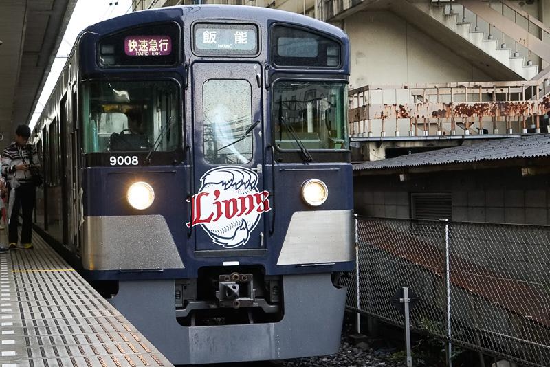 西武池袋駅発で武蔵丘車両検修場内に直行運転をする臨時列車。埼玉西武ライオンズカラーにラッピングされた「L-train」が使われた