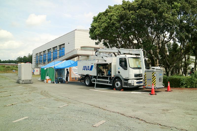本田技研工業株式会社 熊本製作所の敷地内避難所にある「こころの湯」で活躍している除雪作業車
