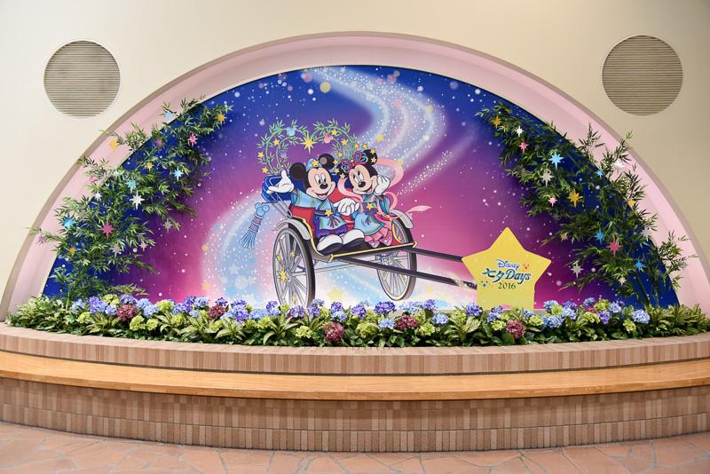 東京ディズニーリゾートを結ぶ玄関口とも言える「リゾートゲートウェイ・ステーション」には、2つのウィッシングプレイスとフォトスポットが登場。各パークやホテルに向かう前に願いをかけてみては?
