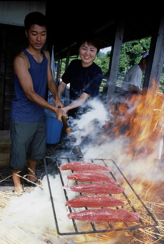 「かつおの藁焼き体験」(中土佐町)