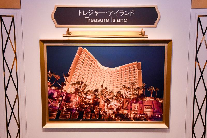 説明会ではスティーブ・ウィン氏がこれまで手がけてきたホテル、IRをアートギャラリー風に紹介した