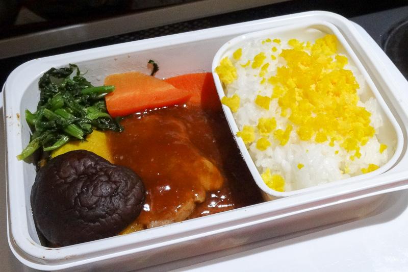 寿司、チキン、ポークの選択肢から、ポークの生姜焼きを選択