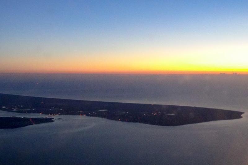この大きな島はブライビー島のようだ。クルマで渡れる橋が見える