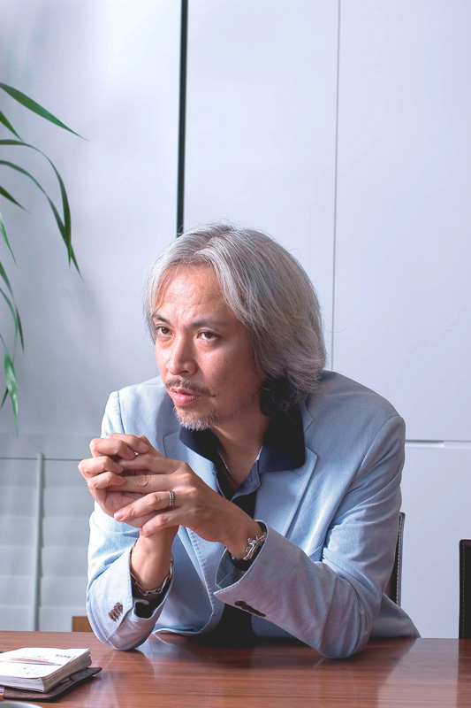 インテリアデザイナーの小坂竜氏