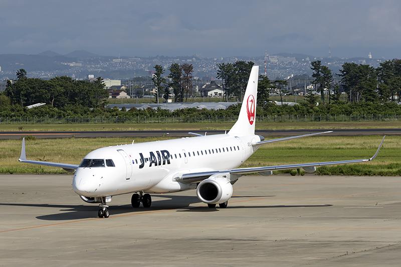 JAL2201便としてE190型機が到着