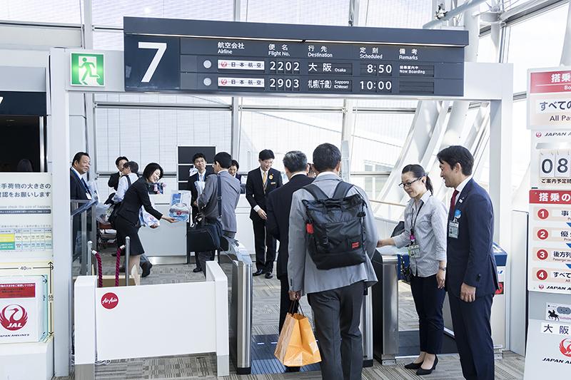 8時35分に搭乗が開始された。乗客はクラスJが満席の15名、普通席58名の計73名