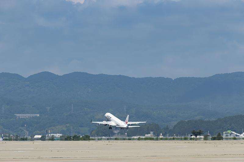 8時53分に伊丹空港へ向けて飛び立っていった