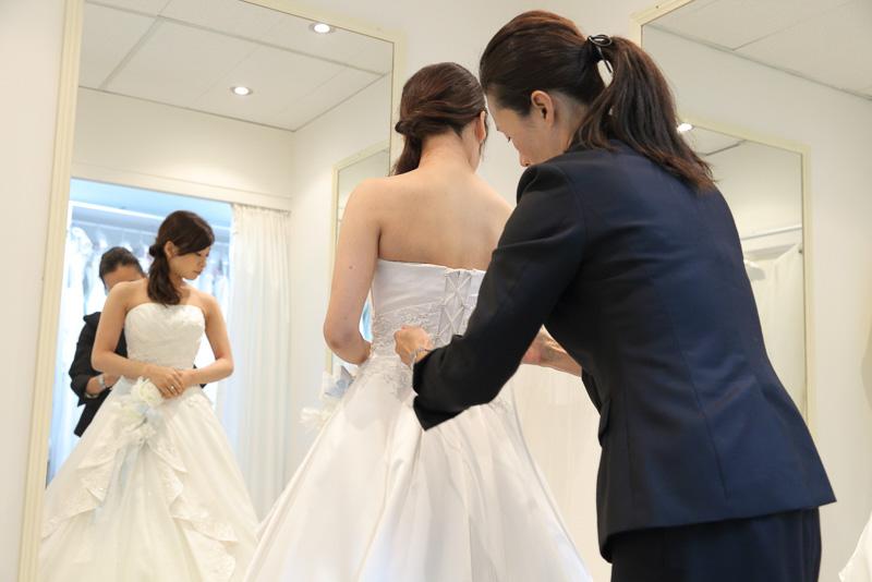 衣装はすべて日本で選んである。ここでは最終チェックのみのフィッティング
