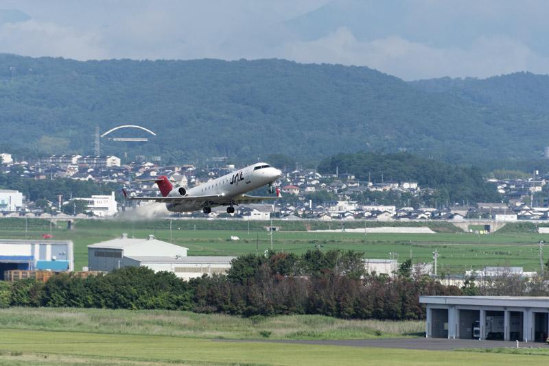 10分ほど後にJAL便も飛び立った。この2つの便で搭乗者は合わせて65人