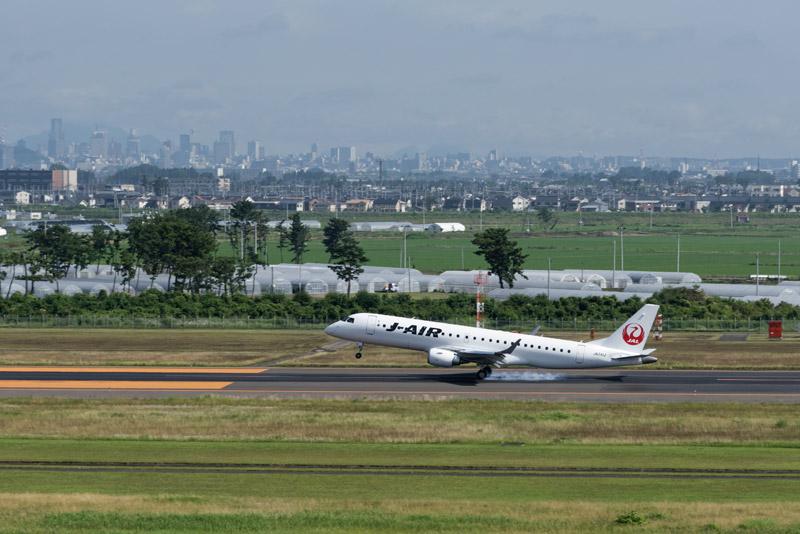 通常路線の到着1番便となったJAL便