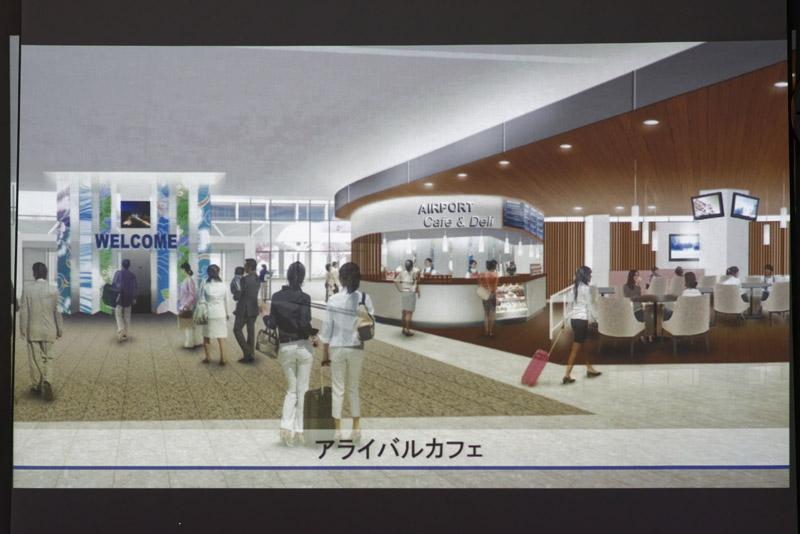国内線到着出口の目の前に設置される総合案内所とアライバルカフェ