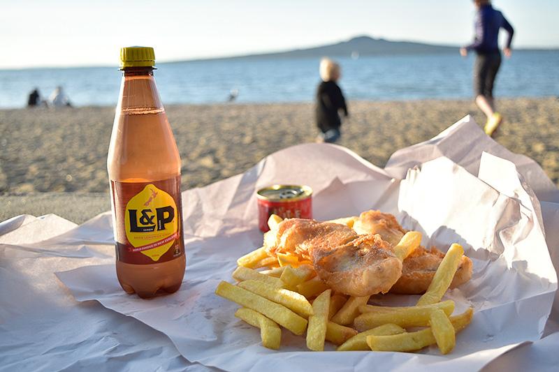 L&Pという飲み物はKiWi(ニュージーランド人)にこよなく愛されている炭酸飲料