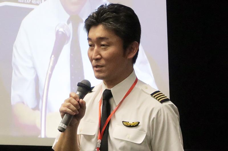 大西宇宙飛行士のエピソードを語る、ボーイング 777型機機長の熊野彰さん。大西宇宙飛行士とは同期とのこと