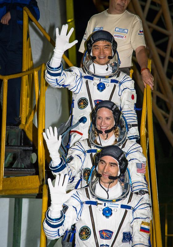大西卓哉宇宙飛行士(写真上)が、国際宇宙ステーション(ISS)第48/49次長期滞在クルーとして「ソユーズ」に乗り込む(画像出典:NASA)