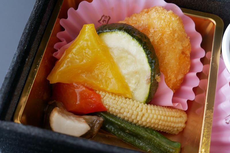 こちらは、「夏野菜のバターソース焼」。ズッキーニやパプリカなど、懐石料理とは縁遠そうな夏野菜が使われているが、ほんのりバター風味で野菜の味が引き立てられている
