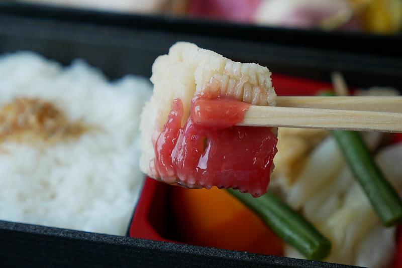 煮物には、夏の魚としておなじみの鱧が使われている。梅肉が添えられ、湯引きのような味わいが楽しめる