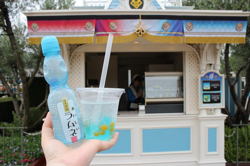 イベントブースも夏祭り風。「ラムネゼリードリンク」(410円)は暑いなかの待ち時間にぴったり